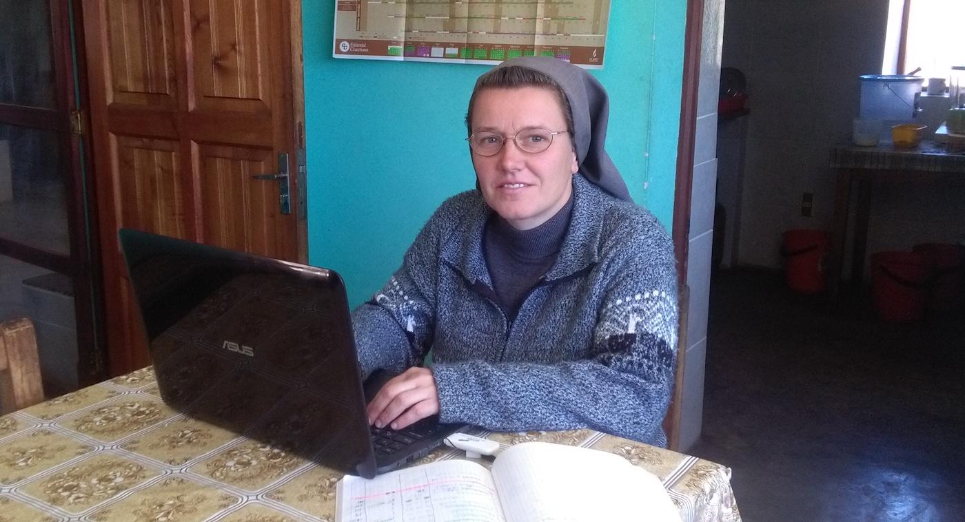 Stefania Raspo al computer